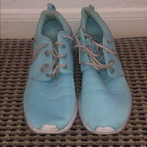 Used Nike Rosche - Teal Size 8